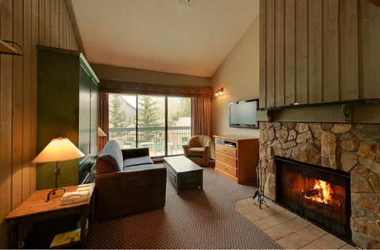 Douglas Fir Resort & Chalets: Loft Unit Living Room