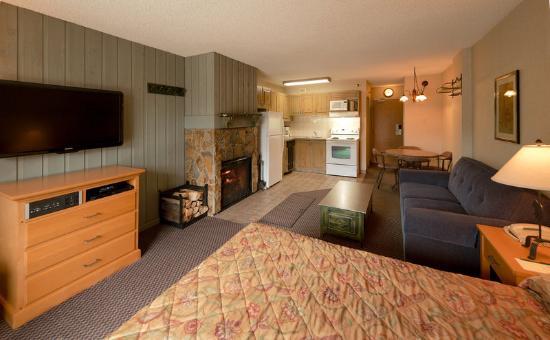 Douglas Fir Resort & Chalets: Studio Suite From Balcony
