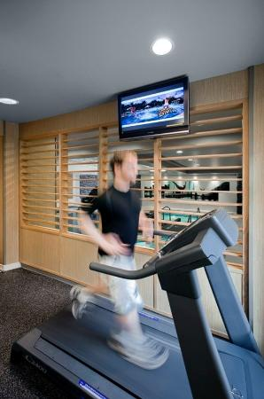 Banff Park Lodge Resort and Conference Centre: BPLPool Treadmill Lo Rez