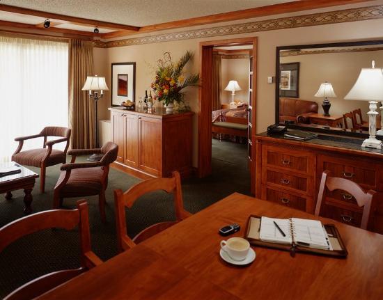 Banff Park Lodge Resort and Conference Centre: Executive Suite Boardroom Hi Rez