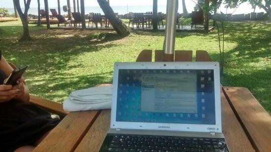 Anima Hotel : Na piscina de frente para o mar