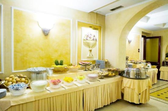 Hotel Corona D'Italia: Breakfast