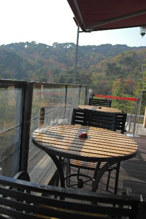 Samcheonggak : mountain view at the terrace
