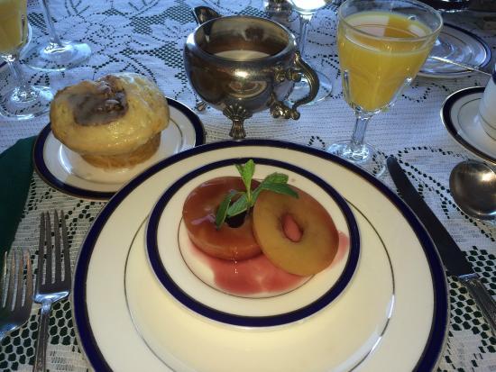 Martine Inn: Breakfast
