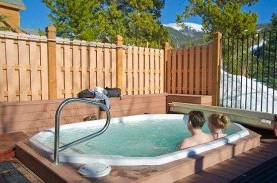 Cinnamon Ridge: Tub