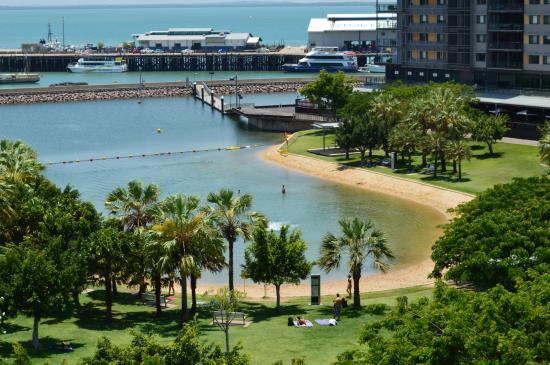 Vibe Hotel Darwin Waterfront: view of swimming lagoon from Sky walk foot bridge