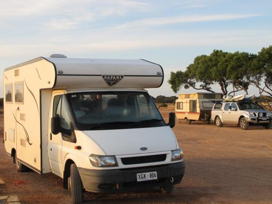 Eucla, Австралия: Cocklebiddy Caravan Park
