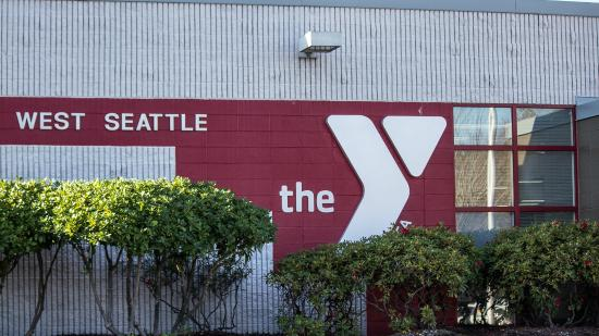 The Grove West Seattle Inn: Discount passes available a the Y next door