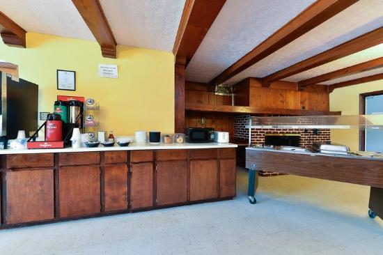 Americas Best Value Inn & Suites - South Boston: Breakfast Area