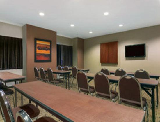 Microtel Inn and Suites by Wyndham, Minot : Meeting Room