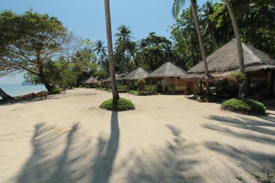 Ko Ngai, Thailand: Beachfront Cottage