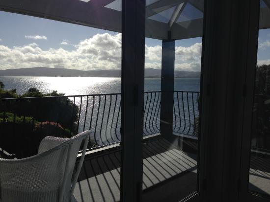 Black Swan Lakeside Boutique Hotel: Looking out over the lake - breakfast