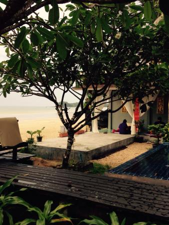 Maya Koh Lanta Resort: Best massage place EVER! Ask for Arn!