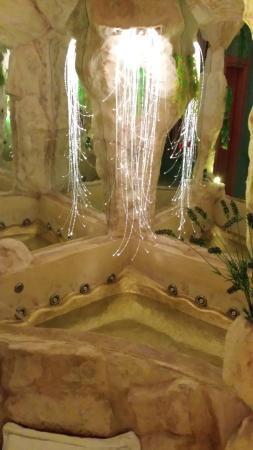 Pontecagnano Faiano, إيطاليا: Jacuzzi Magic Suite Grotta dei Desideri