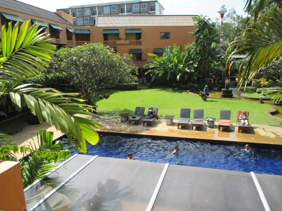 Holiday Garden Hotel: swimming pool