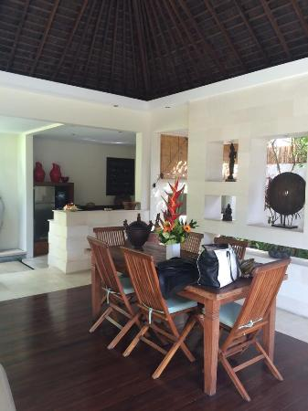 Villa Bali Asri: Kitchen and dining