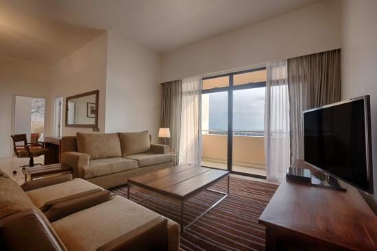 Hilton Colombo Residences : Spacious living and dining areas of the well-appointed Executive Suite on level 31.