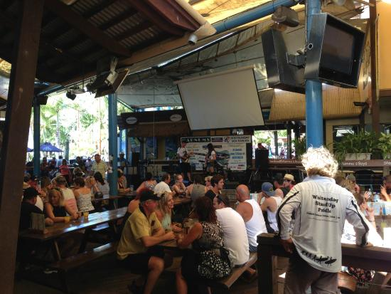 Magnums Backpackers: bar stage