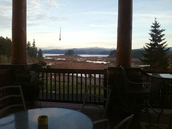Blue Heron Inn: View from front deck