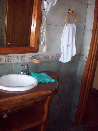Cabanas La Deseada: Baño con hidromasaje , perfecta temperatura y presión del agua .