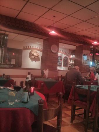 Mario's Trattoria & Pizzeria: Inside