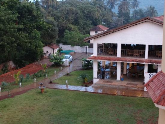 Avisa Nila Beach Resort: front entrance