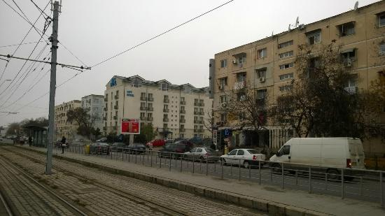 City Hotel Bucharest: City Hotel from the tram stop in Bulevardul Timisoara (Romancierilor)