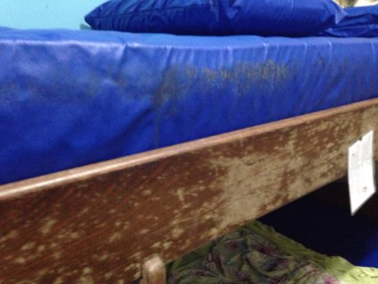 Lagoa Hostel: The dirt on the mattress