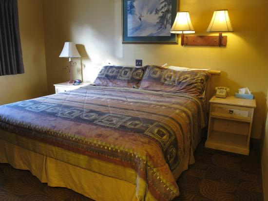 Summit Inn: the bedroom