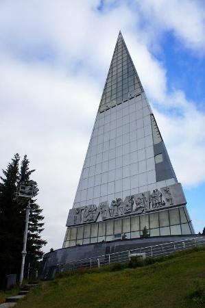 Вид на управленческую пирамиду снизу