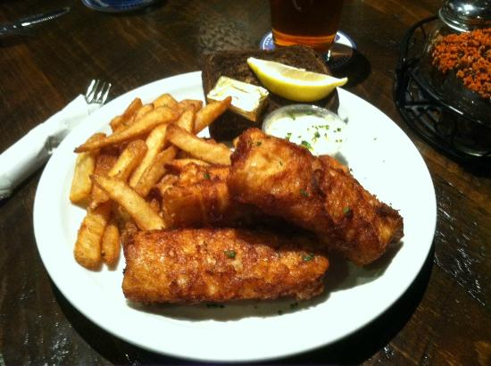 Schofield, WI: Sconni's Friday night fish fry feature deep fried or baked cod.