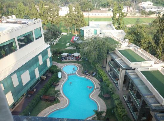 Boulevard 9 Luxury Resort & Spa : Swimming pool from room