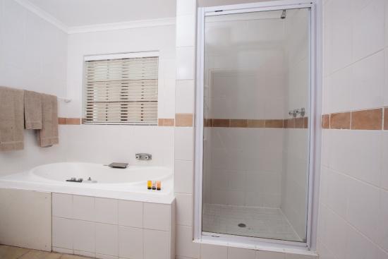 The Wilderness Hotel: Bathroom