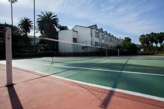 The Wilderness Hotel: Tennis courts