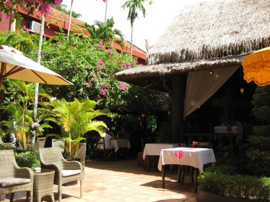 Bopha Angkor Restaurant : 明るい食事の場所です