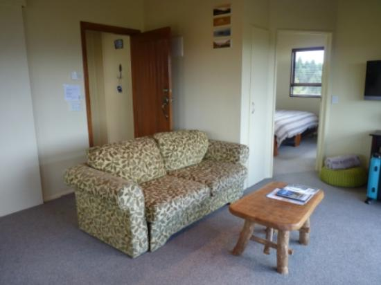 TekapoB2 Lakeview Apartment: Comfortable living area