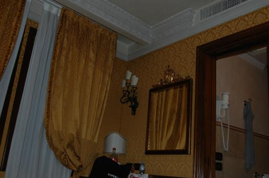La Palazzina Veneziana: petit bureau , café, thé chocolat et bouilloire