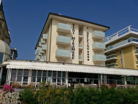 Hotel Vidi Miramare & Delfino: Ansicht vom Strand aus