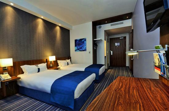 Holiday Inn Express Warsaw Airport : Two separate beds