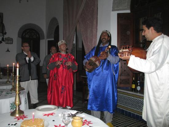 La Maison Bleue : Live Morocaan music - the Gnawa musicians were incredible