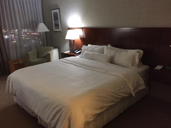 Westin Virginia Beach Town Center : King size bed at Westin