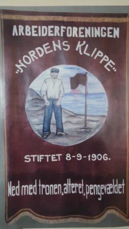 Grenselandmuseet: Fagforeningsfane - Nordens klippe