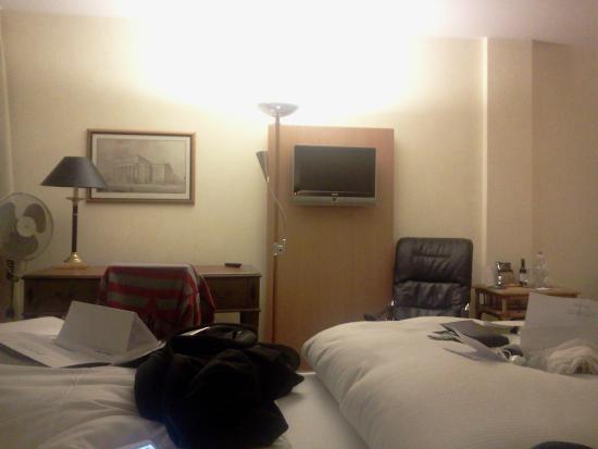 NH Berlin Heinrich Heine: Enorme cama