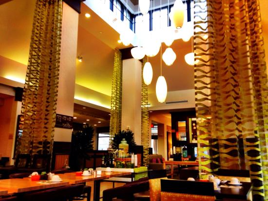 Hilton Garden Inn West Palm Beach Airport: Cozy lobby for Chillaxin