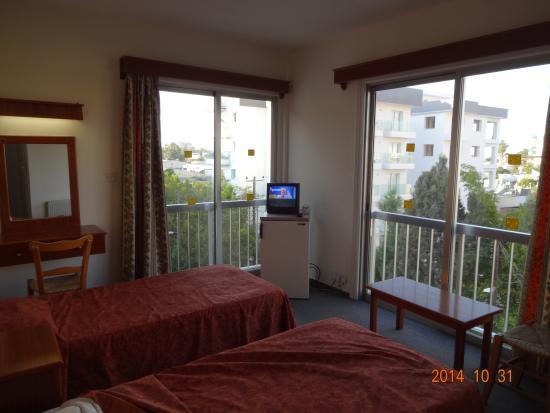 Onisillos Hotel Larnaca Cyprus: ホテルの部屋