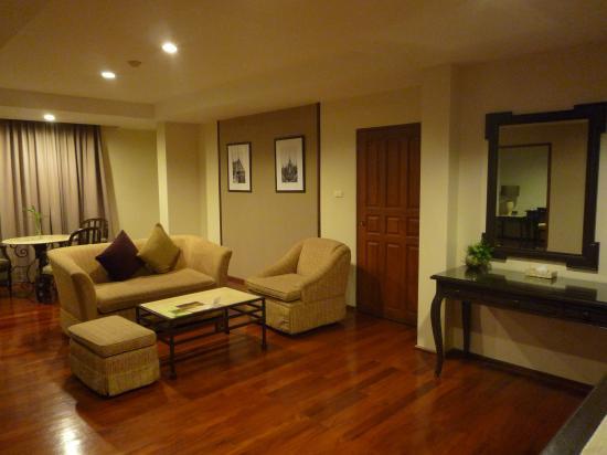 Asoke Residence Sukhumvit: salon d'une suite