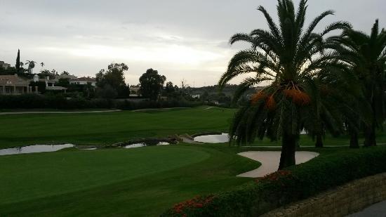 Los Naranjos Golf Club: Uitzicht op hole 18 vanaf het terras