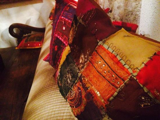 Chakra: Beautiful pillows, shiny colours!