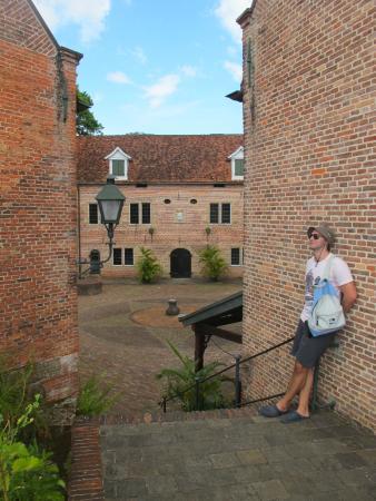 Fort Zeelandia : Среди старых стен