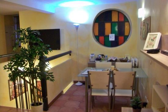 Rome Kings Suite: Dining area